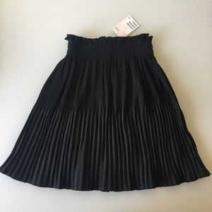 H&M black mini pleaded skirt size 4